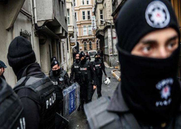 Istanbul - Pasukan antiteror Turki di Istanbul menahan 26 terduga anggota kelompok ekstremis ISIS, menurut laporan media setempat, Kamis (27/7/2017).Sebanyak 17 warga negara asing turut ditahan, seper ...