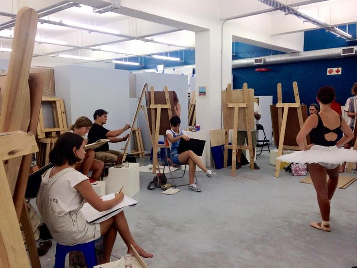 Evening life drawing session with Roxy at Artsauce, 62 Roeland Street. Cape Town.