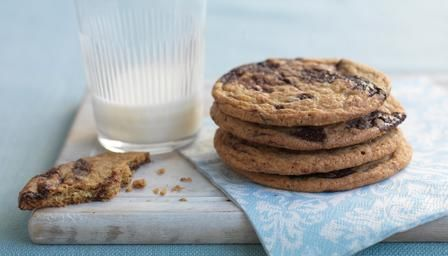 BBC - Food - Recipes : Chocolate chip cookies