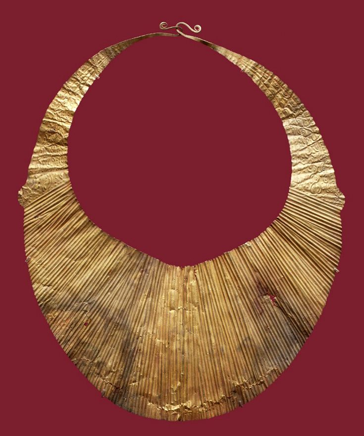 Indonesia ~ Nias Island | Necklace; gold | 19th century ||| {GPA}