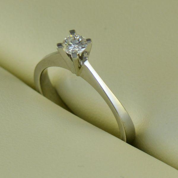 Inel de logodna aur alb cu diamant - Artofdiamonds.ro http://www.artofdiamonds.ro/inele-de-logodna-1/inele-de-logodna-cu-diamant/inel-de-logodna-aur-alb-cu-diamant #diamante  #ineledelogodnacudiamant #inelcudiamant #diamonds #diamondengagementrings #diamondrings