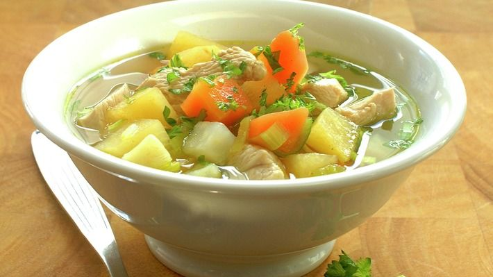 Grønnsaksuppe med kylling - Sunn - Oppskrifter - MatPrat