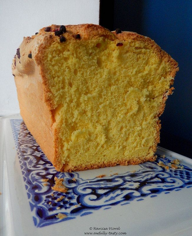 Cel mai bun chec.   Simple loaf cake, the best! Very soft and tasty.