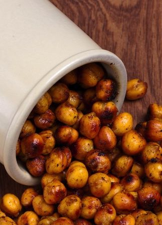 Roasted Chickpeas are so filling and satisfying! Get this recipe and other great snack alternatives here.