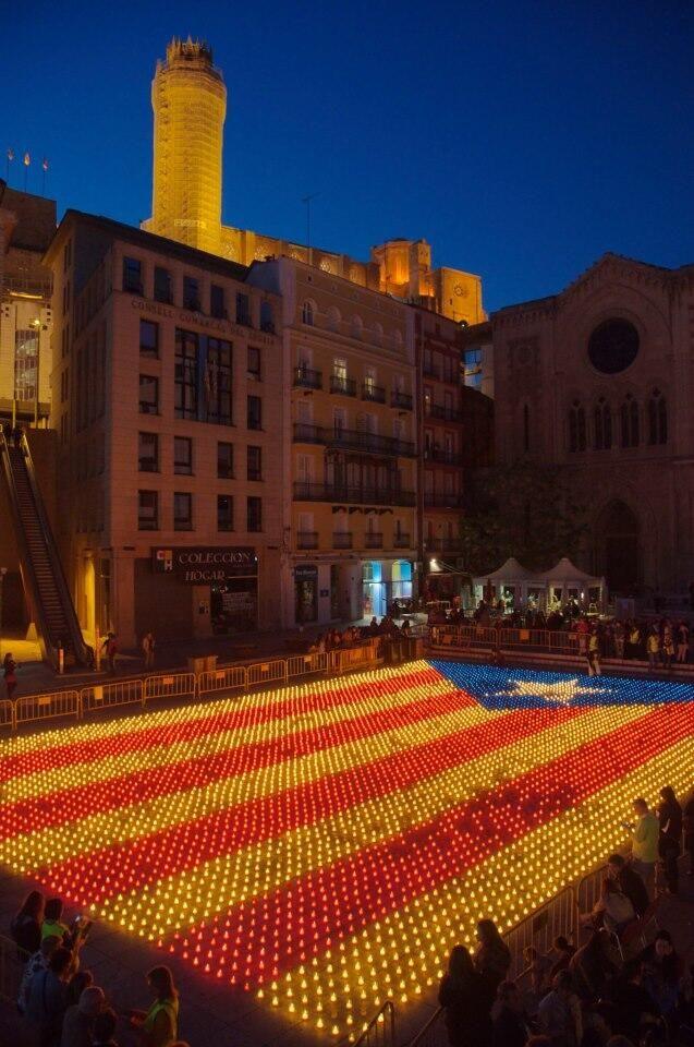 Estelada d'espelmes a Lleida / Candles 'Estelada', the flag of Catalan independence, in Lleida (23/04/13) foto de @ferranmontardit