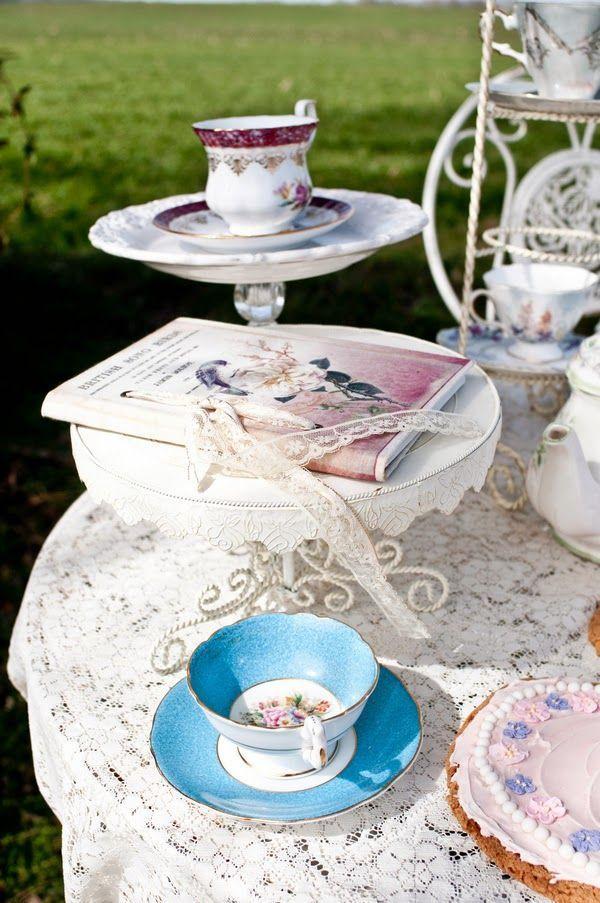 アンティークな模様が可愛いティーカップで素敵なティーパーティ♡ヨーロピアンなウェディングの参考にしたい結婚式・ブライダルのアイデア☆