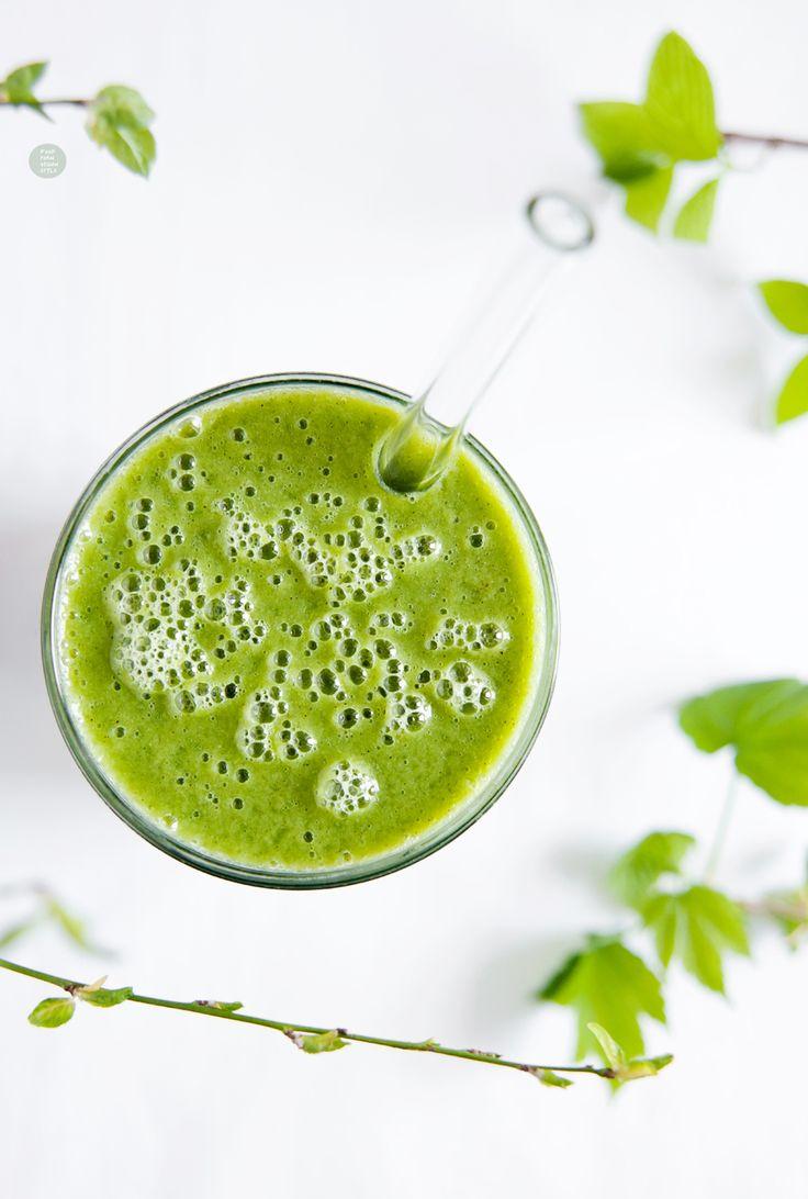 Green smoothie with young spinach / Zielony koktajl z młodym szpinakiem