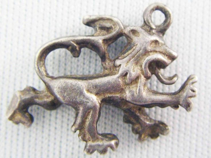 VINTAGE ENGLISH CHARM c1970 Sterling Silver RAMPANT LION CREST OF SCOTLAND Charm