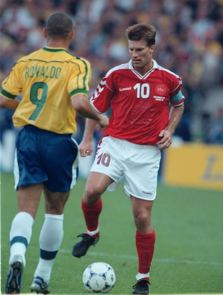 Michael Laudrup y Ronaldo - Francia 1998 #dinamarca #denmark #brasil #brazil