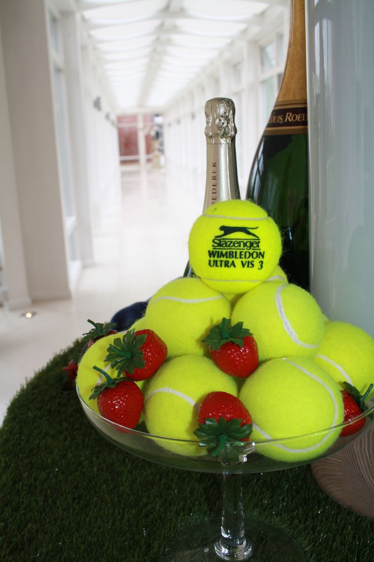 Wimbledon fever has hit Four Seasons Hotel Hampshire with this beautiful display by @blomsterdesigns !