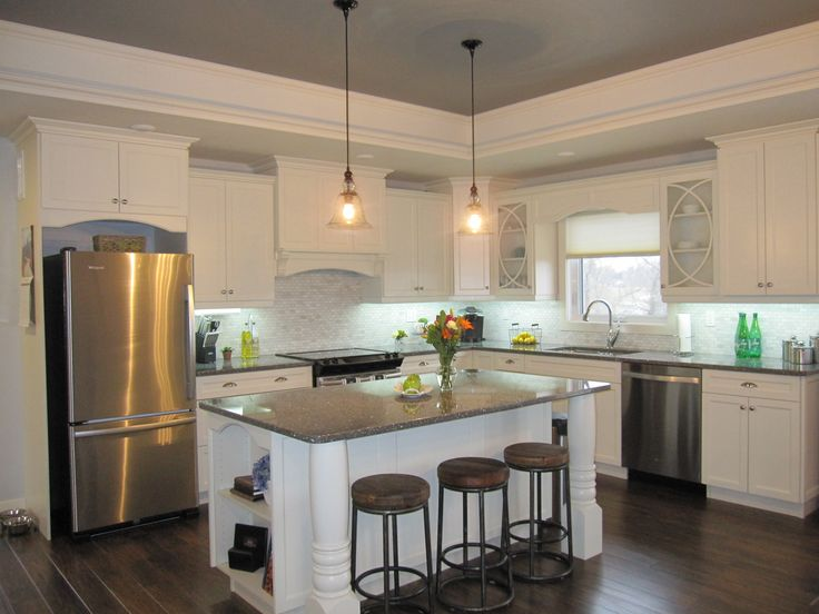Kitchen-Transitional style done to perfection. Cream Cabinets, marble backsplash, quartz countertops, L-shaped kitchen www.thisnthatmfg.ca