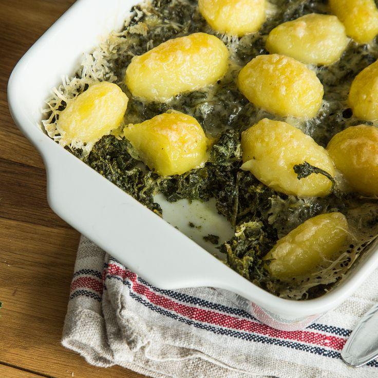 Grünkohl ohne Pinkel oder Kassler? Oh ja. Mit kleinen Kartöffelchen heiß im Ofen überbacken schmeckt der grüne Kohl auch ohne Fleisch ganz wunderbar.
