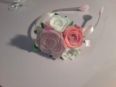 Cerchietto con fiori in feltro fatto a mano