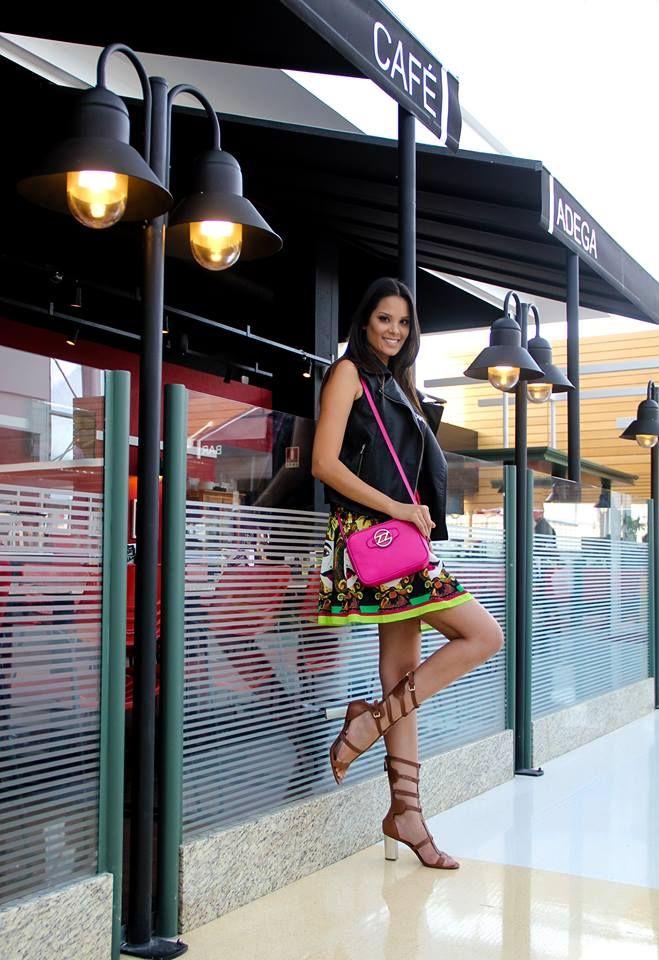 O colete da Renner e a sandália da Arezzo deram um toque moderno para a produção, que pode ser usada durante o dia ou à noite. A sugestão é das produtoras de moda Juliana Cintra Mercadante e Andrea Gappmayer. #FashionSSJ #Looks