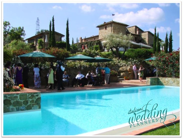 Wondering where to host a cheerful intimate wedding in Tuscany? Siena country house is a romantic and affordable venue nestled in the hills surrounding Siena.