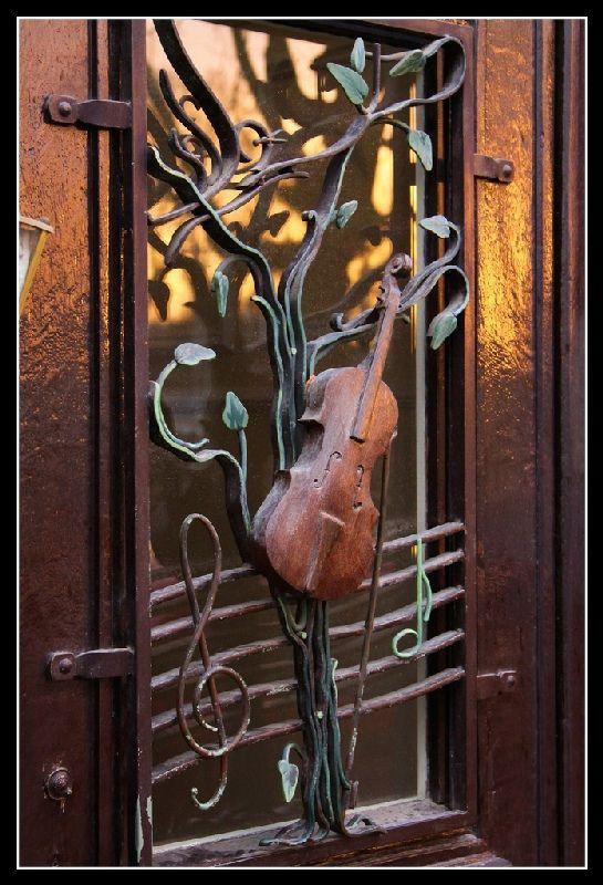Artists door