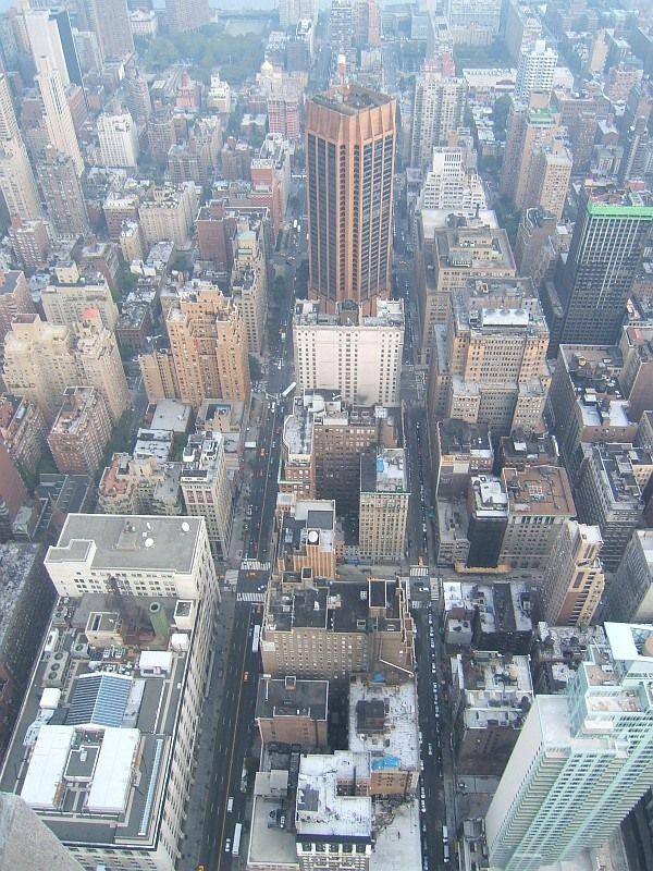 вынес отдельно альбом Виды Нью-Йорка с Эмпайр-стейт-билдинг  Манхэттен (Нью-Йорк)Нью-Йорк. Часть I ( 3.85 МБ ). Часть II ( 7.50 МБ )Виды Нью-Йорка с Эмпайр-стейт-билдинг ( 5.15 МБ ) или слайд-шоу Виды Нью-Йорка с Эмпайр-стейт-билдинг рекомендую развернуть на весь экран.