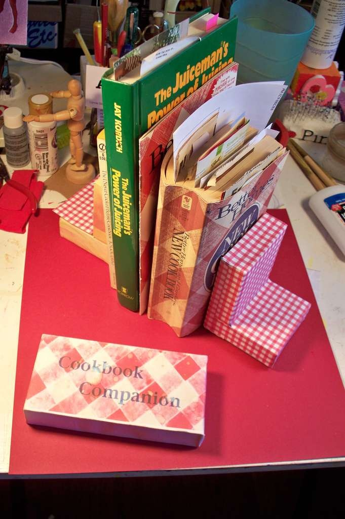 DIY Bookends From Ceramic Tile