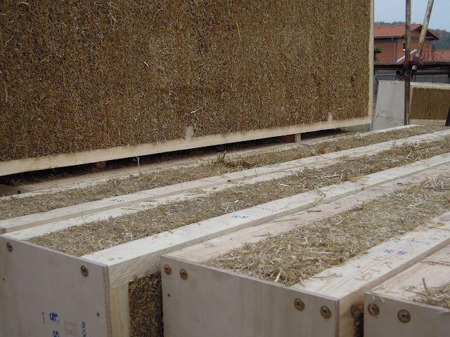 Stro - PUUR Bouwen - Bio-ecologisch bouwen en verbouwen
