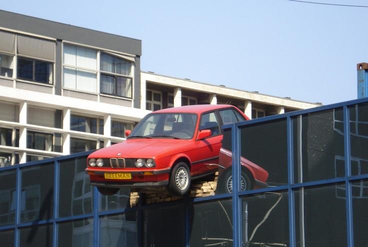 """Rotterdam, Poortstraat. Kunstwerk van """"Kunst en Vaarwerk""""."""