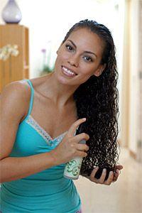 Définir, raviver ou faire briller ses boucles : les vaporisateurs hydratant