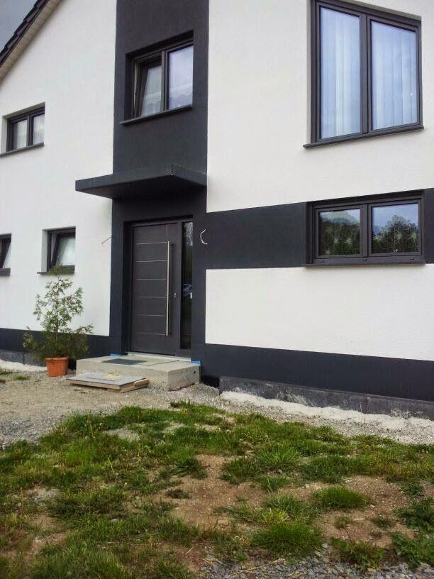 Hausfassade Weiß Anthrazit haus weiß anthrazit über türe und fenster verteilt | haus/farbgestaltung