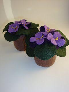 Artesanato e Cia : Vasinho de violetas em feltro em potinho de vidro!...