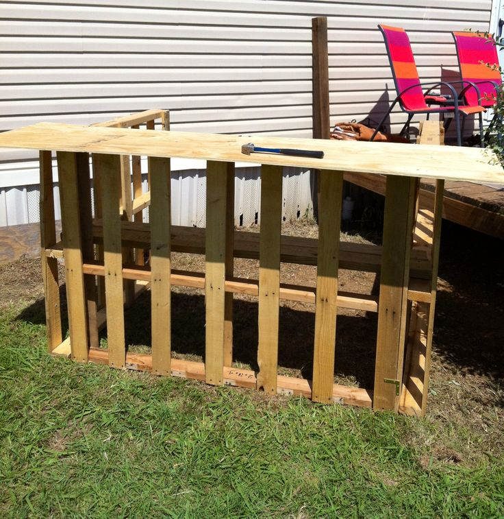 Tiki bar base pallet projects pinterest bar tiki for Building a tiki bar from pallets