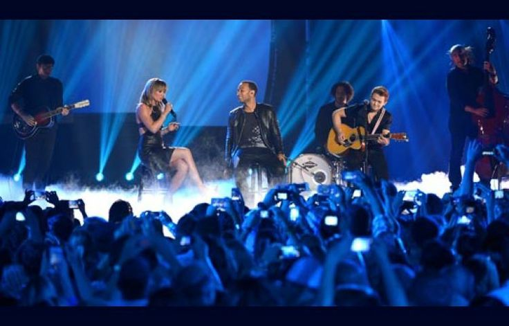 "Jennifer Nettles Sings ""All of Me"" With John Legend, Hunter Hayes"