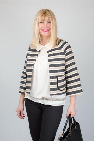 Giacca modello Chanel con manica 3/4 leggermente svasata e taschine tonde, indossate dalla nostra testimonial Colomba di uomini e donne.  http://www.brendatelier.it/prodotto.asp?st=primavera_estate_2015&tag=giacca_chanel__PT-AC861&col=rigo-nero&lang=it