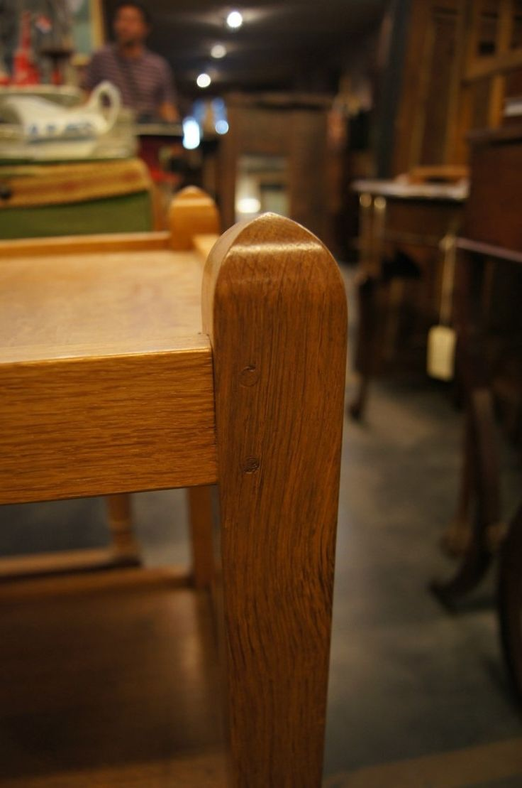Чайный столик на колёсиках.  Размеры: 86см ширина x 38см глубина x 73см высота  #антиквариат #стол #чай #столик http://antikvariat-vintage.ru