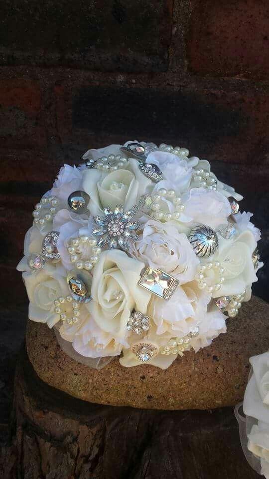 Bridesmaids bouquet www.dawniesweddingbouquets.co.uk.🌸