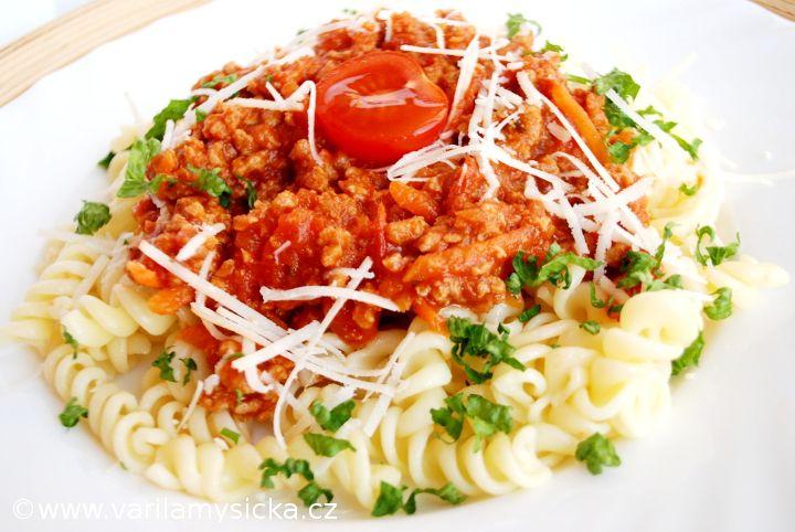 Rychlé boloňské těstoviny bez masa. I bez mletého hovězího můžete vyrobit super jídlo.