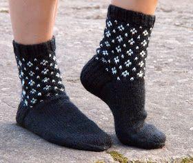 Naapurin rouva tykkää Marimekosta ja eilen oli hänellä synttärit. Siinäpä hyvä syy pakata sukkapuikot mukaan Nurmeksen reissulle. ...