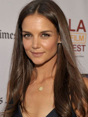 natural makeup... Katie Holmes... she does not change!
