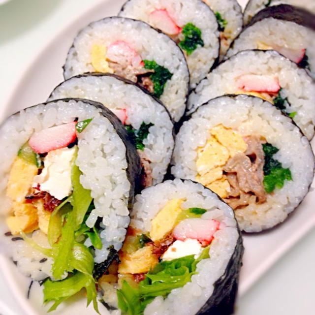 奥は豚の照り焼き  手前はクリームチーズとおかか醤油です(´◡͐`) - 40件のもぐもぐ - 節分☆巻き寿司 by sayamama