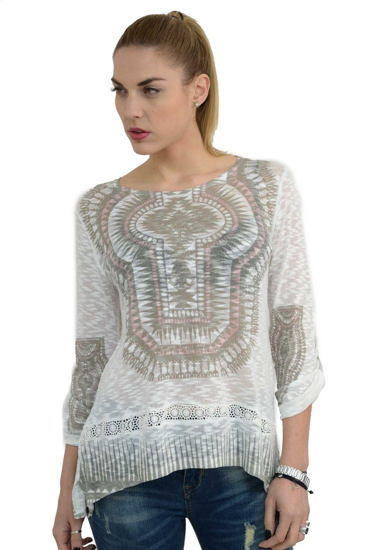Γυναικεία μπλούζα ethnic με ψηφιακό τύπωμα σε άνετη γραμμή.Είναι ελαφρώς μακρύτερη στο πίσω μέρος και έχει μακριά μανίκια τα οποία γυρίζουν με κουμπί και γίνονται 3/4.Το ύφασμα της είναι εξαιρετικής ποιότητας ελαστικό βαμβάκι βισκόζη.