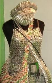 Vestidura: Traje al que se asigna fundamentalmente un valor jerárquico antes que de vanidad o seducción.