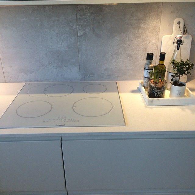 #kök #kitchen #köksinspo #betong #concrete #vitt #marmor #stenskiva #ernst #nicolasvahe  #interior #inspo #inspiration #deco #decoration #scandinavianhomes #interiorforyou #finahem #skönahem #nyahemmet #sommarhed