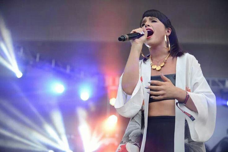 """Jessie Ware at Lollapalooza-""""Running"""" is my favorite song.  Love her."""
