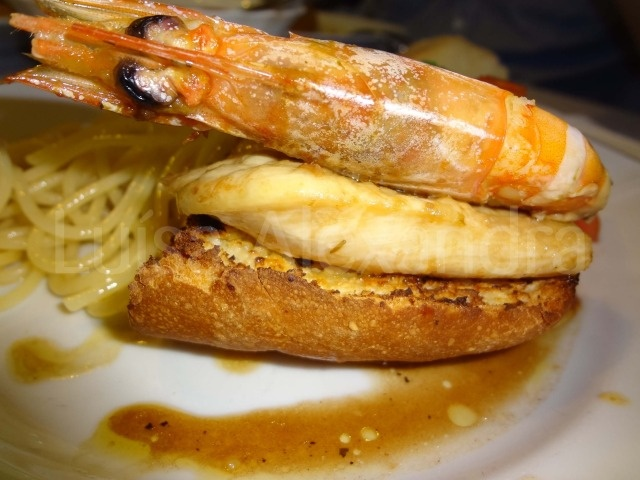Luisa Alexandra: Bifinhos de Frango com Camarão em Cama Crocante de Pão Frito com Azeite e Alho