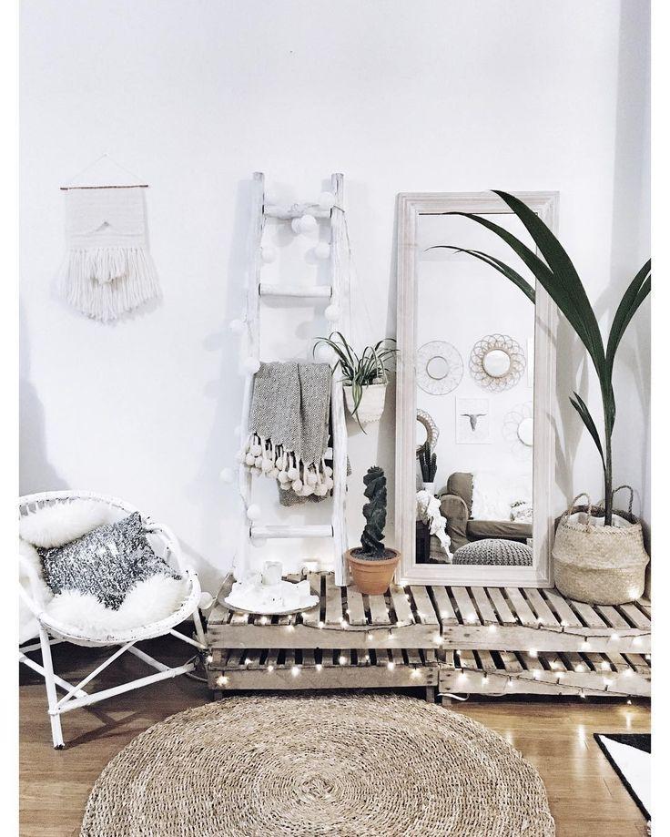 Fauteuil rotin, Décoration clayettes, Feuille de palmier, Guirlande lumineuse