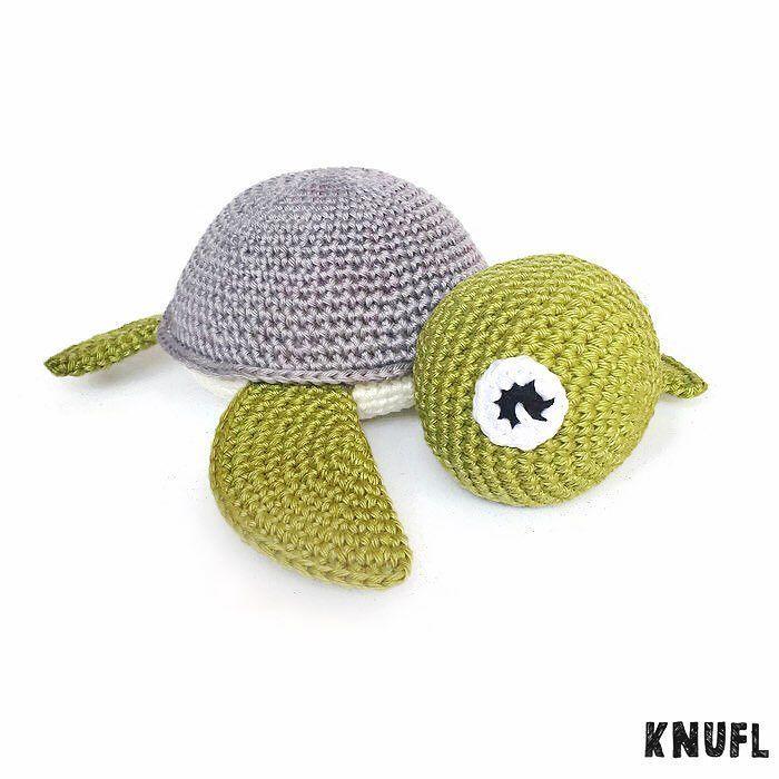 knufl:: Na het roze schildpadje ook een schildpadje in stoere kleuren. #knufl#amigurumi#schildpad#haken#hakeniship#hakeln#hækle#virka#crochet#orgu#cute#photooftheday#handmade#madewithlove#babyboy#kraamcadeau#etsy#etsynl