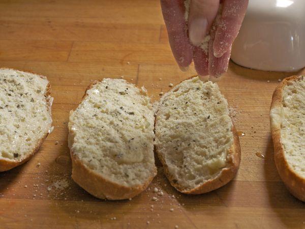 How to Make Gluten-Free Garlic Bread | GlutenFreeBaking.com