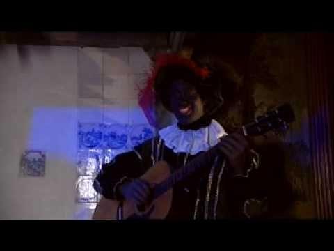 Raaf zingt 'Sinterklaas kapoentjes'