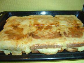 Η πιτσα τοστ Της Ελενης που μας πηρε τα μυαλα!  Yλικα 12 φετες ψωμι του τοστ μαγιονεζα διαφορα κιτρινα τυρια σε φετες γαλοπουλα βραστη 6 φετες κετσαπ  Εκτελεση βάζουμε στο ταψί τις μισές φετες του τοστ τις αλείφουμε με μαγιονεζα προσθετουμε τις φετες απο