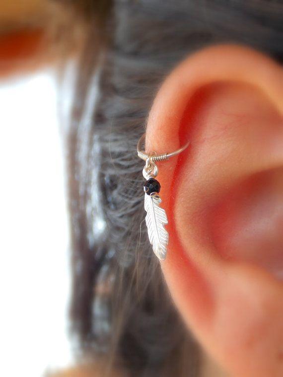 Boucle d'oreille des piercing du cartilage tribal plume plume