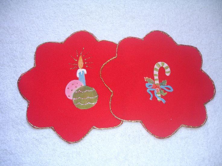tapetes chiquitos como para poner una vela o adorno para el arbolito.