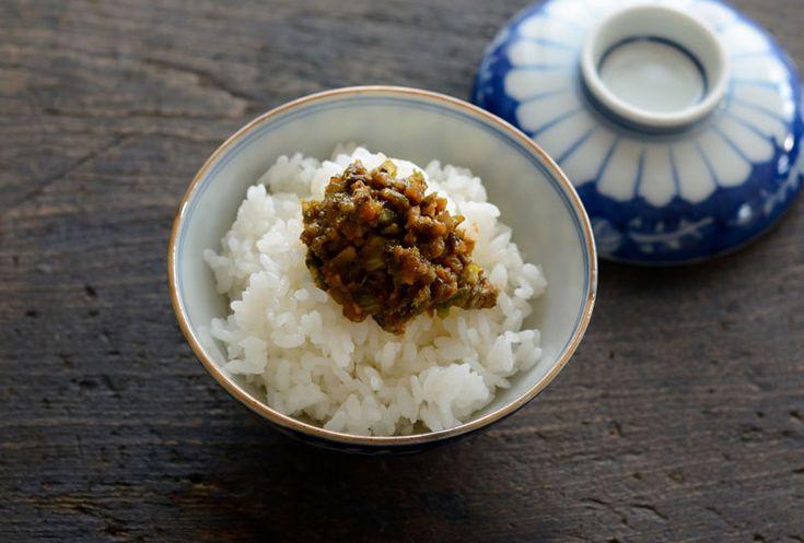 いちばん丁寧な和食レシピサイト、白ごはん.comの「ふきのとう味噌(ふき味噌)の作り方」のレシピページです。ふきのとうはあくが回りやすいので、切ってからすぐに炒めることが大切です!白ごはんが何杯でもいける春ならではのご飯のお供、詳しい写真つきで「ふきのとう味噌」の作り方を丁寧に紹介しています。