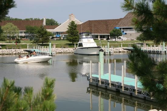 Maumee Bay State Park Resort: Sate Parks, Bays States, States Parks, Maume Bays, Cabins And Cottages, Bays Sate, Bays Lodges, Features Lakes, Parks Lodges